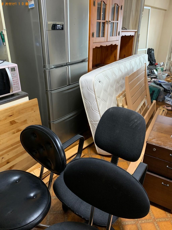 【長浜市】遺品整理に伴いテレビ、カーペット、こたつ、本棚等の回収・処分