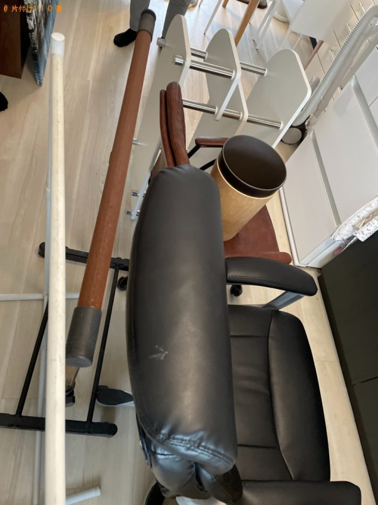 【町田市】本棚、椅子、テレビ台、洗濯ピンチ、水槽、絵等の回収
